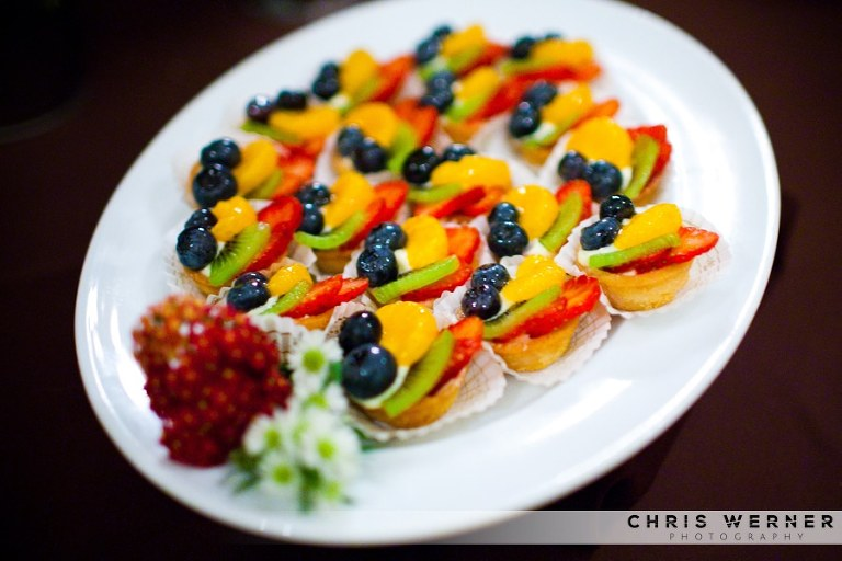 Wedding mini fruit tarts photo.