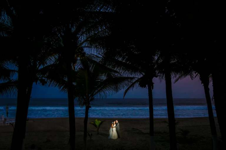 Wedding photographer for an Ixtapa Zihuatenejo wedding.
