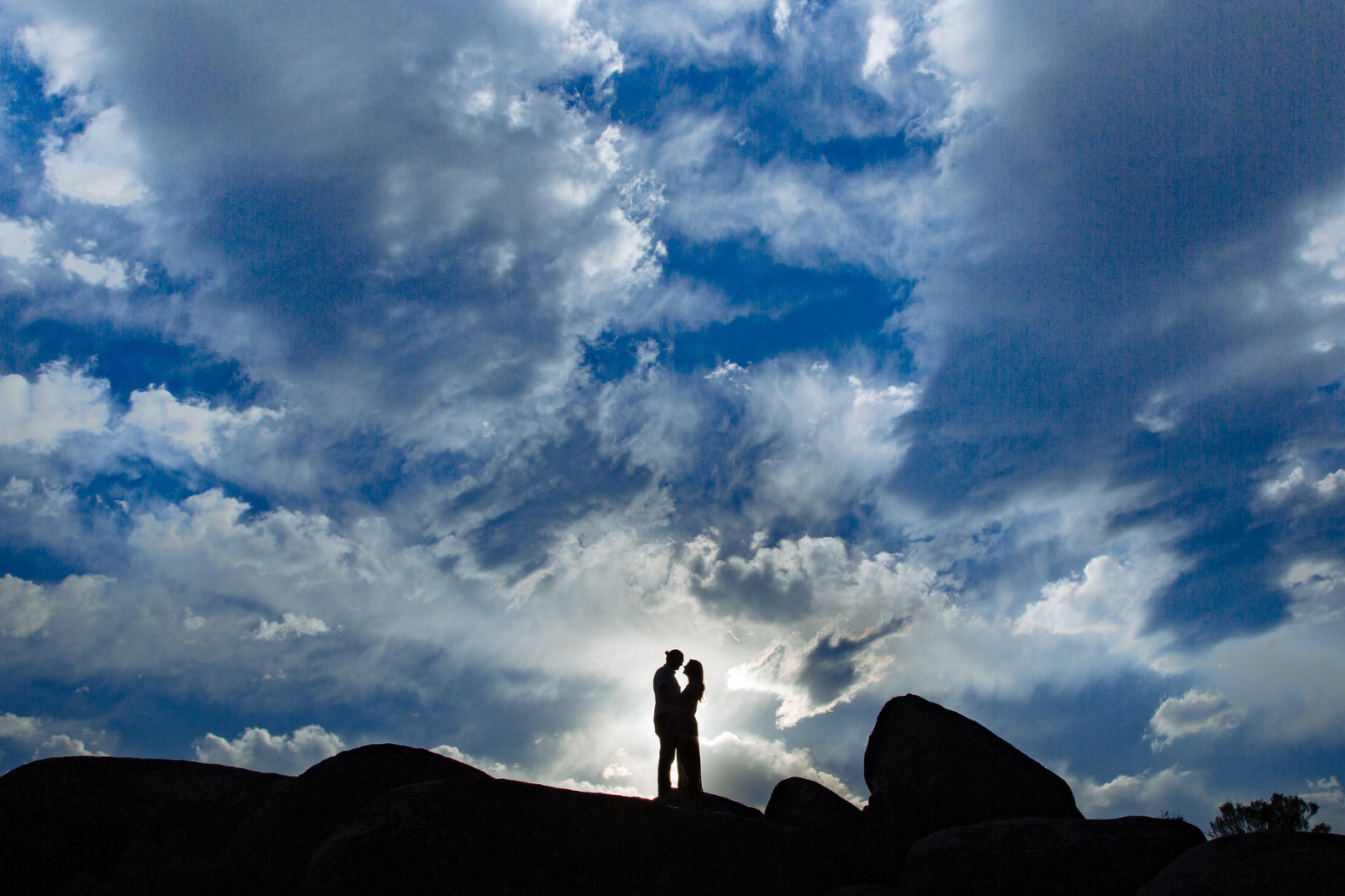 Your beautiful Lake Tahoe engagement photos should capture the natural scenery of this mountain paradise.